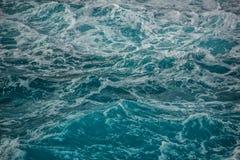 海洋的蓝色波浪 图库摄影