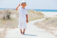 海滩的逗人喜爱的男孩 库存图片