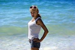 海滩的金发碧眼的女人 库存图片