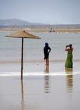 海滩的阿拉伯女孩在索维拉 免版税库存图片