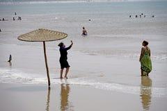 海滩的阿拉伯女孩在索维拉 免版税图库摄影