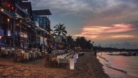 海滩的餐馆在苏梅岛 库存照片