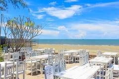 海滩的餐馆 免版税图库摄影