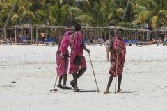 海滩的马塞人人在桑给巴尔 图库摄影