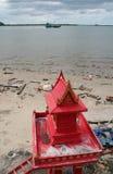 海滩的,泰国精神房子 库存照片
