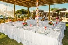 海滩的结婚宴会 免版税库存图片