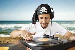 海滩的DJ混合的海盗 免版税库存图片