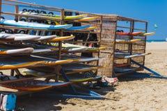 海滩的Prasonisi希腊,罗得岛- 7月17日风帆冲浪的委员会2014年7月17日在罗得岛,希腊 免版税库存照片