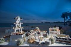 海滩目的地婚礼棒棒糖 免版税库存照片
