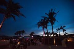海滩目的地婚礼聚会 免版税库存照片