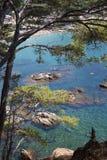 海滩看法在夏天在Llafranc 免版税库存图片