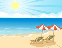 海滩睡椅和伞在热带海滩 免版税库存照片