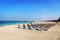 海滩睡椅找出手段海边 库存图片