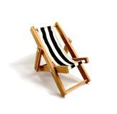 海滩睡椅找出手段海边 免版税图库摄影