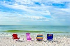 海滩睡椅浅深度的域非常 免版税库存图片