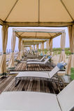 海滩睡椅Unnder机盖 免版税库存图片