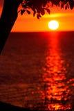 海洋红色日落 免版税库存图片