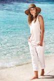 海滩美丽的妇女 免版税库存照片