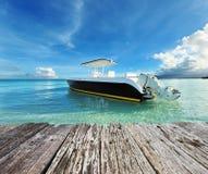 海滩美丽的小船马达 图库摄影
