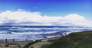 海滩美丽的时段日重点机架锹 图库摄影