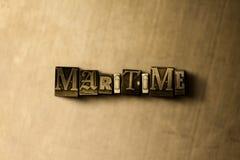 海-脏的葡萄酒特写镜头排版了在金属背景的词 免版税库存照片