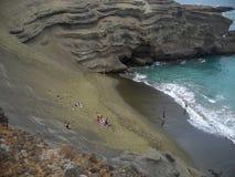 海滩绿色沙子 免版税库存照片
