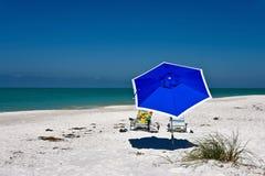 海滩蓝色佛罗里达伞美国 免版税库存图片
