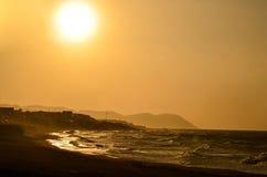 海滩蓝色清楚的黎明被反射的天空水 免版税图库摄影