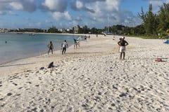 海滩蟋蟀变褐海滩巴巴多斯 免版税库存照片
