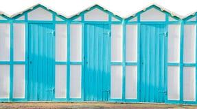 海滩更衣室蓝色客舱海 免版税库存照片