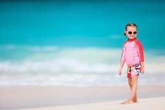 海滩逗人喜爱的女孩一点 库存图片