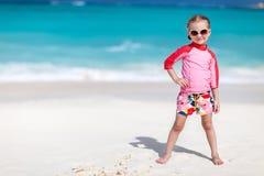 海滩逗人喜爱的女孩一点 库存照片