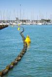 海建造场所在一个小港口 免版税库存图片