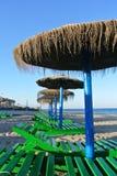 海滩遮阳伞 免版税库存图片