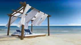 海滩黄雀色费埃特文图拉岛海岛西班牙帐篷 库存例证