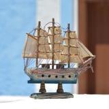 海洋题材 木小船低动力化的浪潮 新的成人 免版税库存照片