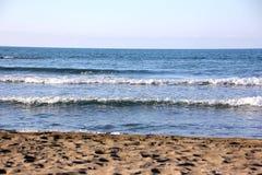 海滩风大浪急的海面波浪,海波浪 免版税库存图片