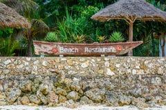 海滩餐馆标志 免版税库存图片
