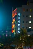 海洋驱动的旅馆胜者在迈阿密海滩在晚上 免版税库存图片