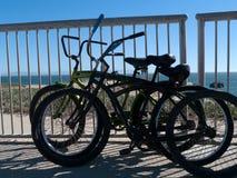 海滩骑自行车圣克鲁斯加利福尼亚 库存图片