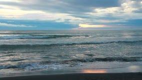 海洋,海岸,波浪日出,城市土耳其6月2016年, 股票录像