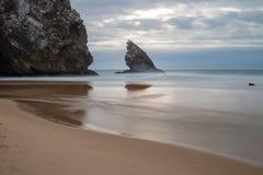 海滩Adraga 免版税库存图片