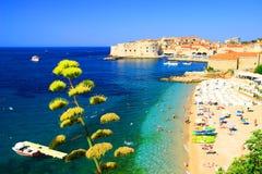 海滩Banje和杜布罗夫尼克在克罗地亚 免版税图库摄影