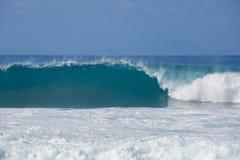 海洋Shorebreak波浪膨胀正面图 免版税库存图片
