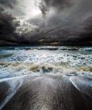 海洋Storm.Cloudy天空和波浪 免版税库存图片