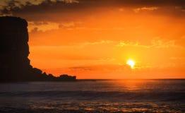 海Avalon橙色太阳峭壁 免版税库存图片