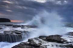 海Narrabeen 04岩石飞溅 库存照片