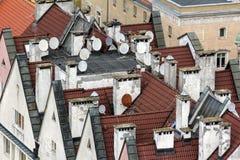 浸泡用卫星二报道的镇的一个老部分的红色屋顶 库存图片