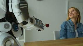 浸盐水妇女的仔细的机器人机器早餐 影视素材