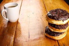 涂了巧克力的多福饼 免版税图库摄影